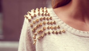 qybm0s-l-610x610-sweater-clothes-studs-studded-pullover-white-spikes-white-sweater-rivets