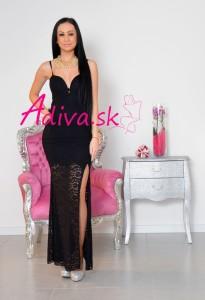dlhé čierne čipkované šaty